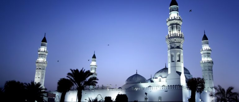 Hari Jum'at merupakan hari yang paling utama (afdhal) dari semua hari dalam sepekan. Dia adalah hari yang penuh barakah.
