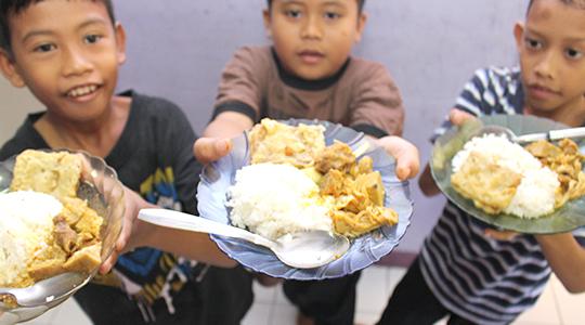 PEMENUHAN NUTRISI/GIZI BAGI ANAK YATIM DAN DHUAFA