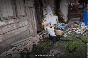 Bantuan Penyemprotan Disinfektan di Lingkungan Asrama Cabang Medan
