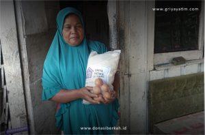 Bantuan Sembako untuk Ibu Rumah Tangga