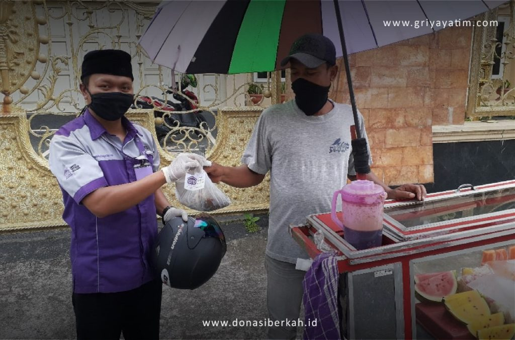 Bantuan Sembako untuk Pedagang di Lingkungan Asrama Bukittinggi