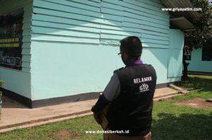 Bantuan Paket Sembako untuk Pengungsi Banjir Bandang Lebak - Banten