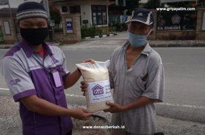 Bantuan pangan kepada Buruh Bangunan