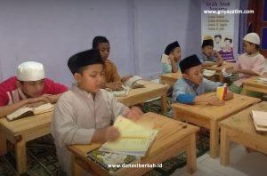 Anak Asuh Produktif Belajar Mengaji di Asrama