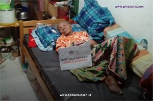 Bantu Nenek Rohayah Penuhi Kebutuhan Harian