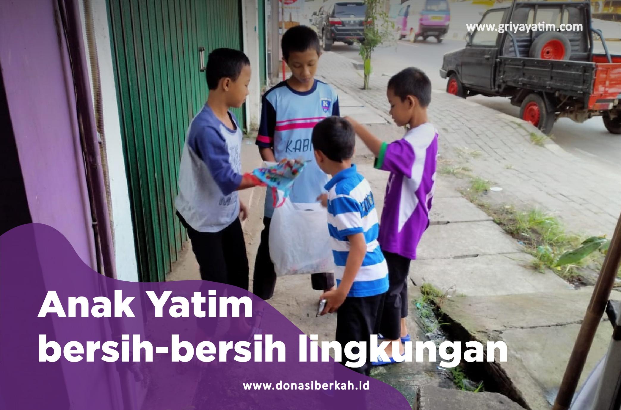 Gambar Anak Yatim Membersihkan Lingkungan
