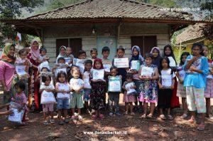 Bantuan Perlengkapan Ibadah 100 Yatim dan Dhuafa