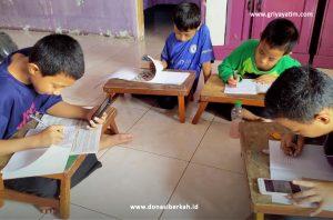 Anak Yatim dan Dhuafa Belajar Daring di Asrama