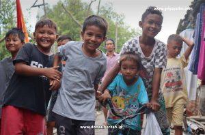 Bantu Anak Yatim dan Dhuafa Pesisir