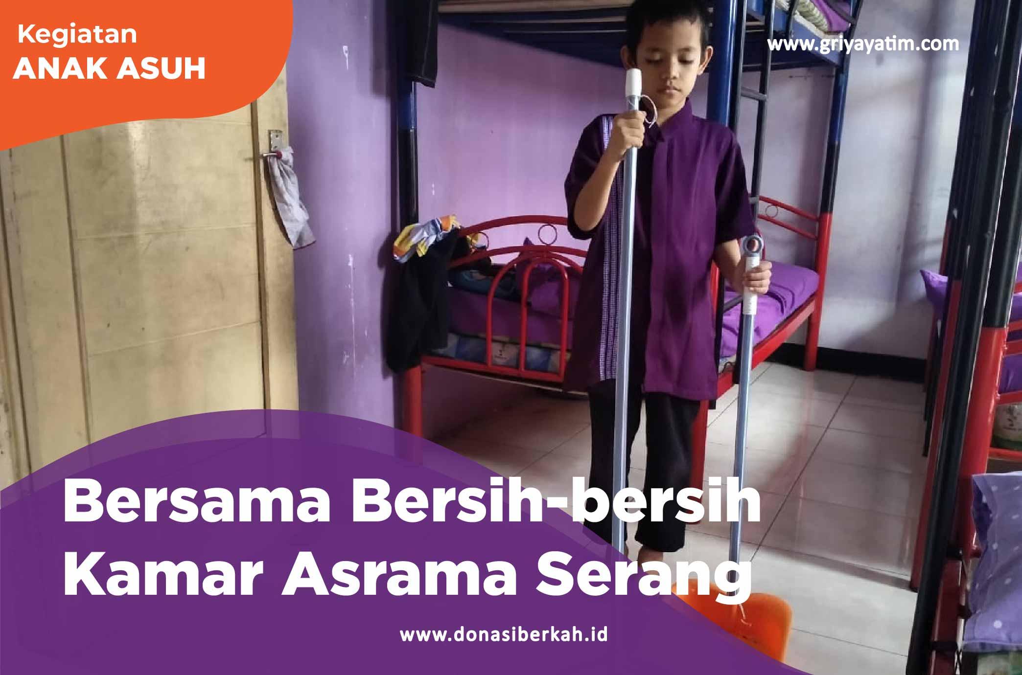 Bersama Bersih-bersih Kamar Asrama Serang
