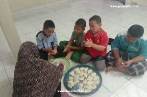Libur Sekolah Anak Asuh GYD Membuat Pempek