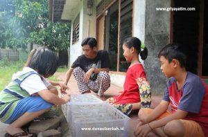 Bantu Perjuangan Fajar Yatim Piatu Menghidupi Kedua Adiknya