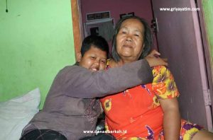 Bantu Perjuangan Ibu Sarwangi Hidupi Keluarganya