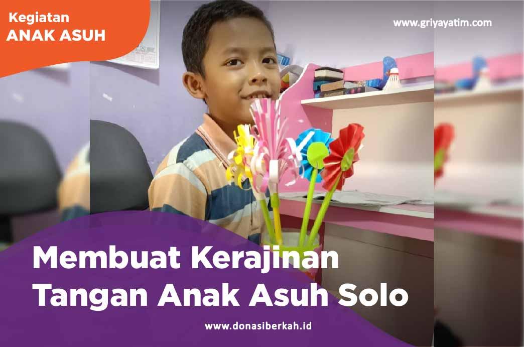 Membuat Kerajinan Tangan Anak Asuh Solo