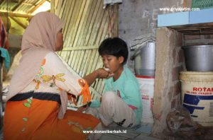 Bantu Akmal Sang Yatim Ingin Melanjutkan Sekolah