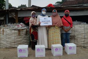 Berbagi bantuan Kebutuhan Pokok Bersama Cut Putri Untuk Anak-anak Yatim Dhuafa dan Lansia Dhuafa